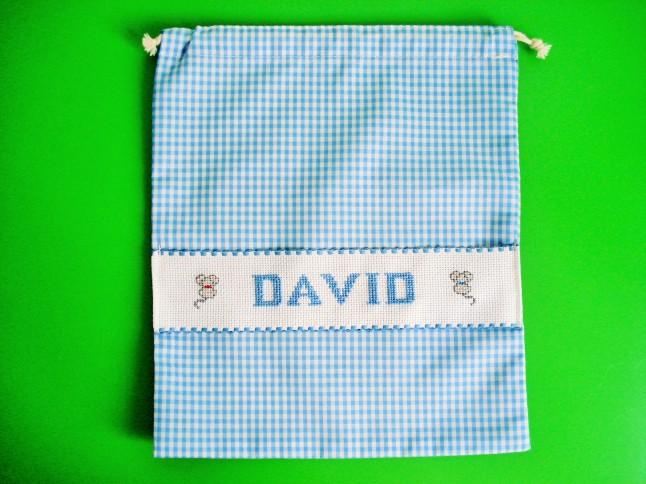 Bolsa de merienda azul claro, 29 x 23 cm. Precio: 15 €.